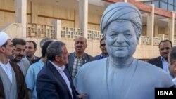 تندیس هاشمی رفسنجانی در دانشگاه آزاد تهران