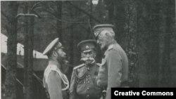 Çar II Nikolay, məmur Vladimir Frederiks və məmur Nikolay Nikolayeviç, 1914