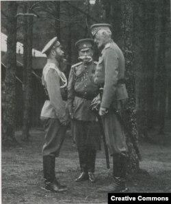 Император Николай II, министр двора граф Фредерикс и верховный главнокомандующий вел. кн. Николай Николаевич в Ставке. Сентябрь 1914 года