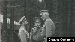 Çar II Nikolay öz hökumətinin məmurlarıyla