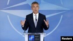 НАТО бас хатшысы Йенс Столтенберг Брюссельде өткен жиында сөйлеп тұр. 28 шілде 2015 жыл.