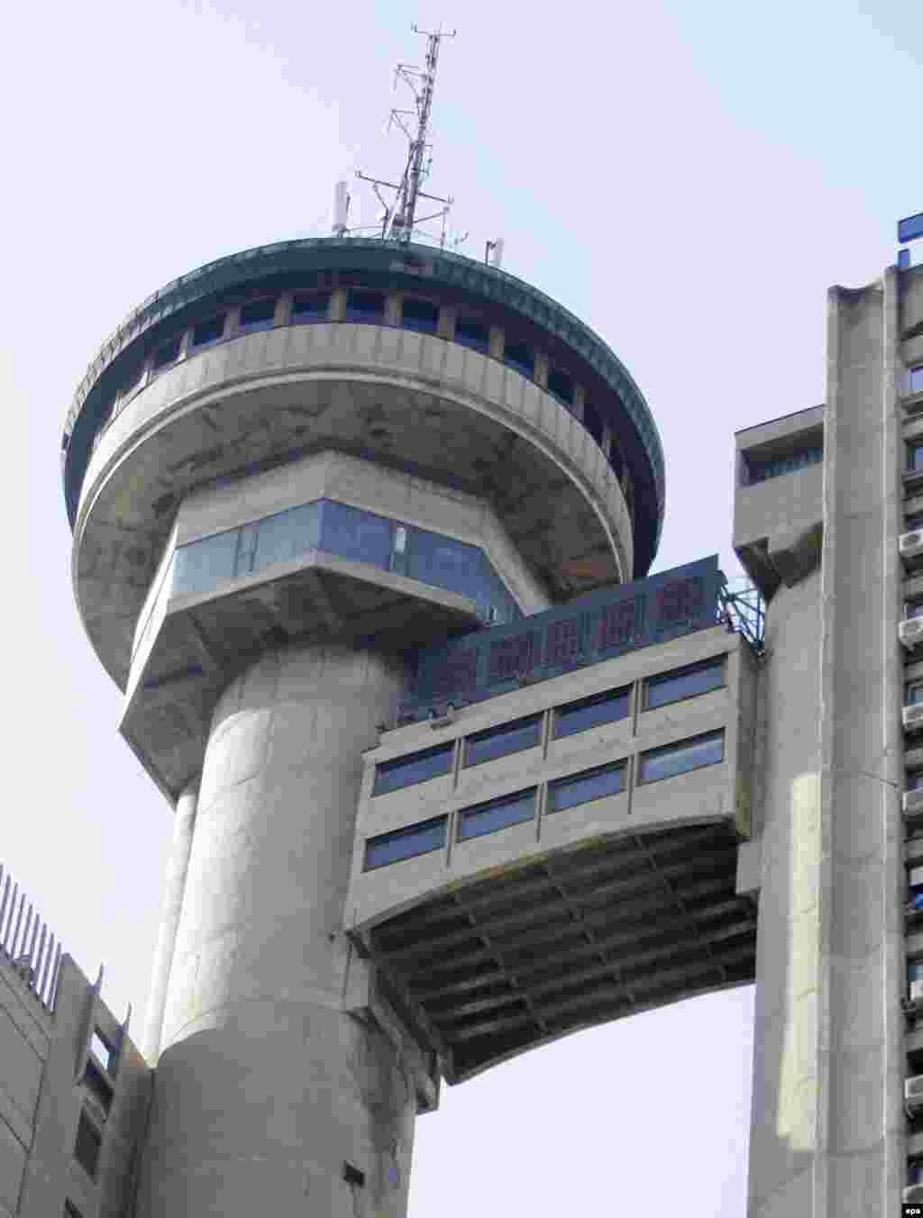 Вращающийся ресторан на вершине белградской башни Genex.