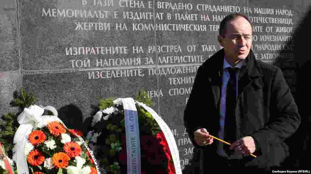 Андрей Ковачев - евродепутат. Само за няколко месеца Народният съд гледа над 11 000 дела. На смърт са осъдени 2730 души, 1305 получават доживотен затвор. 1500 души са оправдани.