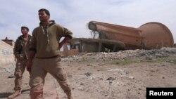 Күрд-араб альянсының жасақтары Ракка маңындағы ауданда жүр. Сирия, 26 наурыз 2017 жыл.