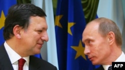 "Russian Prime Minister Vladimir Putin (right) wrote to the president of the European Commission, Jose Manuel Barroso, to warn him of ""emerging risks"" in the stability of gas supplies. (file photo)"