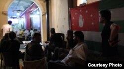 В кафе на набережной Махаджиров