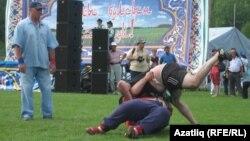 Ижаудан Таһир Хуҗагалиев белән Сарапулдан Илдар Гыйлфанов бил алыша