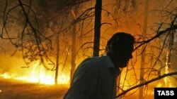 Президент Ющенко (на фото) в буквальном смысле окунулся в пламя политической борьбы