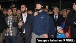 Во время одного из визитов Хабиба Нурмагомедова в Дагестан (архивное фото)