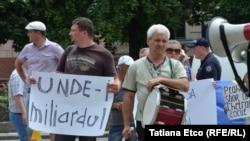 Protest în fața Băncii Naționale de la Chișinău, iulie 2015