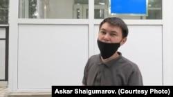 Активист Аслан Сагутдинов в здании суда, где ему вынесли приговор по делу об «оскорблении» полиции. Уральск, 25 июня 2020 года. Фото Аскара Шайгумарова.