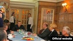 За обід з мером кожен заплатив по 50 тисяч доларів<br />(фото з сайту: www.segodnya.ua)