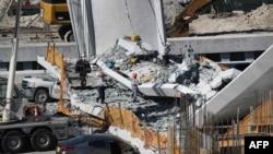 Четири лица загинале кога се урна пешачки мост во Меѓународниот универзитет на Флорида