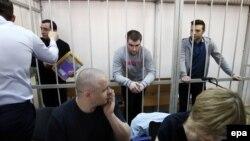 """Фигуранты """"Болотного дела"""" в суде (слева направо): Александр Марголин, Алексей Гаскаров, Илья Гущин"""