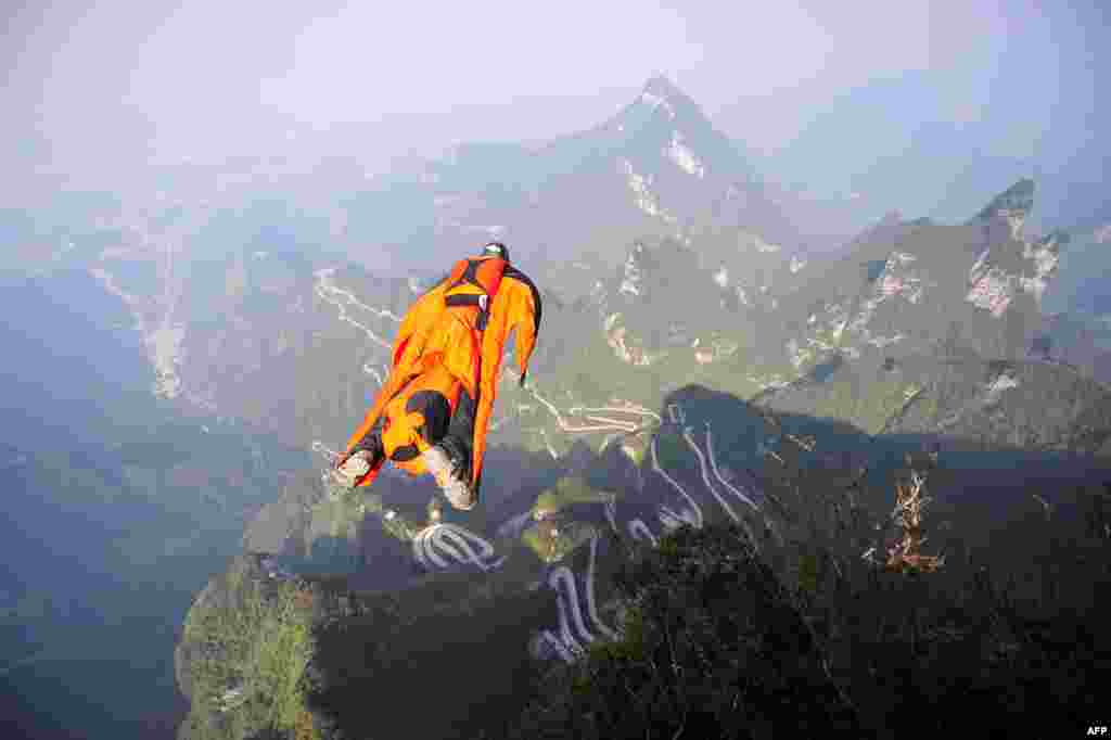 Hungarian wingsuit flyer Victor Kovats jumps into a valley in Tianmen Mountain National Forest Park in Zhangjiajie, central Hunan province, China. Kovats later went missing when his parachute failed to deploy and was found dead on October 9. (AFP/China Out)