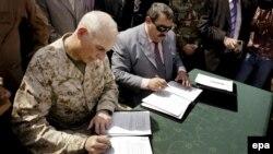 مراسم توقيع تسليم محافظة الأنبار الى السلطة المحلية في 1 أيلول 2008.