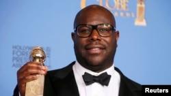 """Steve McQueen, regjisori i filmit """"12 Years a Slave"""", i cili u zgjodh filmi më i mirë."""