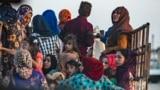 Жители Рас-эль-Айн на северо-востоке Сирии покидают поселок, спасаясь от бомбардировок турецкой армии, 9 октября 2019 г.