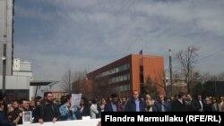 Gazetarët kosovarë, gjatë një proteste më 22 mars 2016