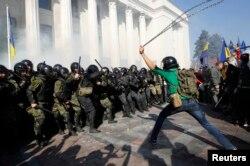 Столкновения у здания Верховной Рады