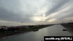 Шаватский канал, протекающий через город Ургенч.