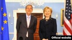 აშშ-ის სახელმწიფო მდივანი ჰილარი კლინტონი და ევროკავშირის საგარეო პოლიტიკის კოორდინატორი ხავიერ სოლანა, 2009 წლის 15 აპრილი