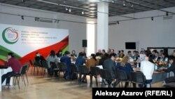 Участники конференции «Роль и значение Алматы в мировой исламской культуре». Алматы, 24 февраля 2015 года.