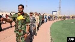 Voluntari la o tabără de instruire din Basra, Irak, 18 iunie 2014.