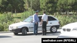 Дорожная проверка, Туркменистан (иллюстрация)