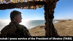 Президент Украины Петр Порошенко проверил готовность ВСУ к отпору условного противника на побережье Азовского моря