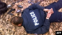 Fotografitë e publikuara nga MPB-ja serbe tregojnë njërin nga policët e arrestuar kosovarë, 31 mars, 2012