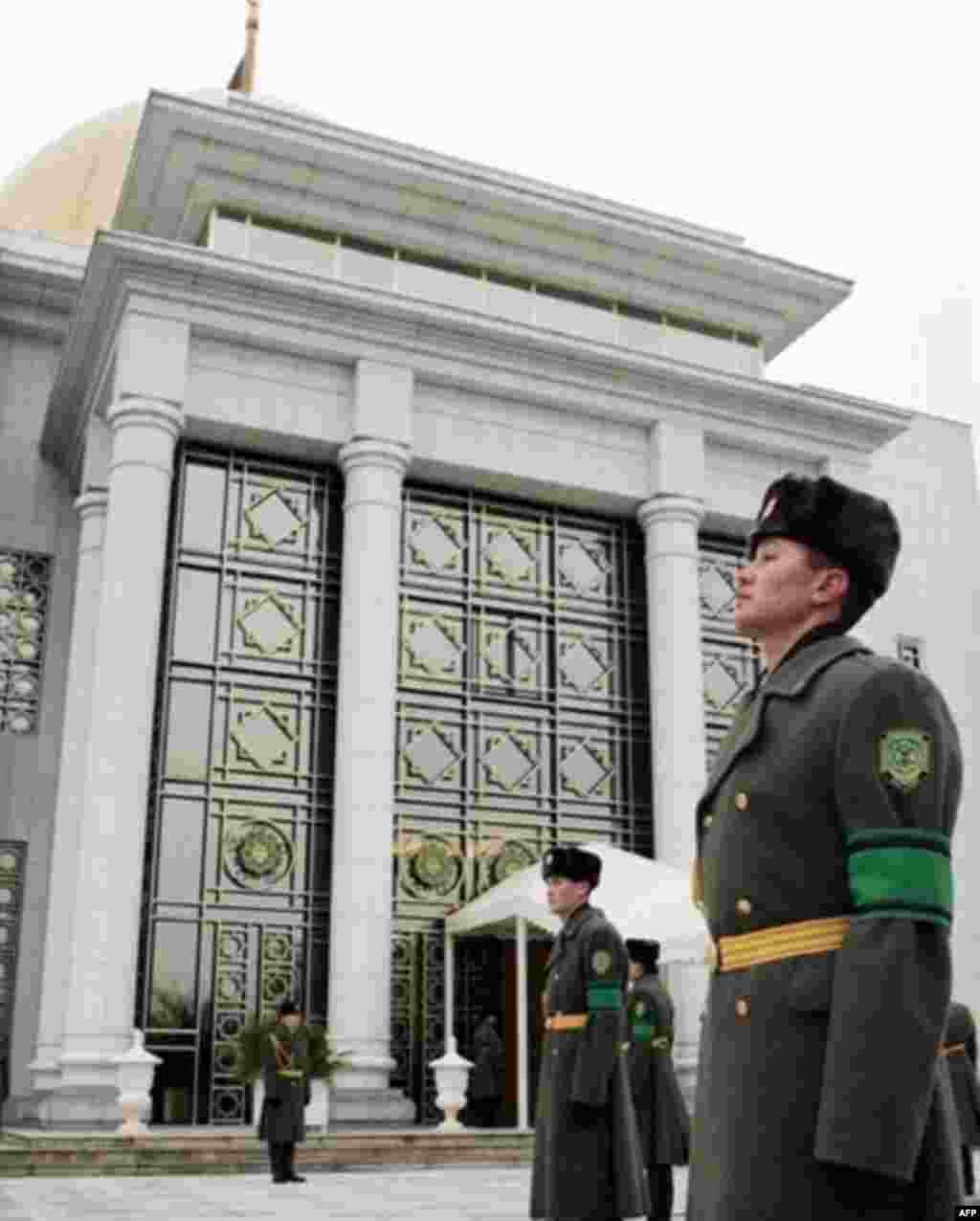 "Soldiers stand guard outside the Ashgabat presidential palace where Niyazov's body was lying in state (AFP) - ""There was no opportunity to speak with common people because when we arrived at 23:00 [on December 23] an informal curfew had already been in effect and there were practically no people on the streets,"" Drabok said."