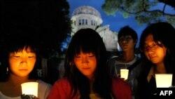 گردهمایی جوانان ژاپنی به یاد قربانیان حمله اتمی هیروشیما