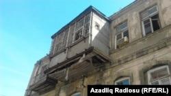 Şamil Əzizbəyov küçəsindəki 140 saylı qəzalı bina