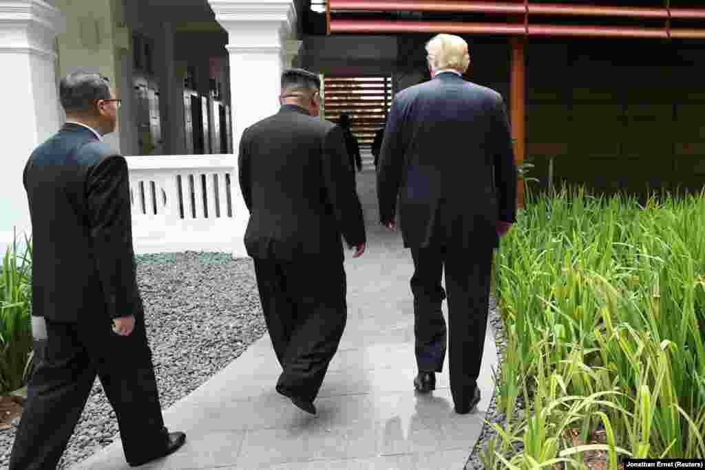 Протягом зустрічі не було відомо, що буде в документі, який підпишуть лідери США і КНДР