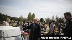 Pavel Sheremet-in Minsk yaxınlığındakı məzarı üstündə abidənin açılışı, aprel, 2018-ci il