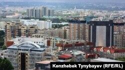 Алматы қаласының жоғарыдан көрінісі. (Көрнекі сурет)