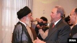 کاسترو در دیدارش با رهبر مذهبی ایران