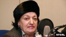 Elmira Süleymanova Azadlıq Radiosunun Praqa studiyasında