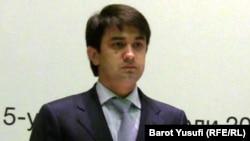 Учурда мамлекеттик каржылык көзөмөл агенттигин жетектеп жаткан 28 жаштагы Рустам Эмомали.