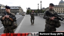 Paris, 3 tetor 22019.