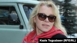 """Олеся Халабузарьдің """"Жас кәсіпқойлар қоғамы"""" ұйымының жетекшісі болып тұрған кезі. Алматы, 7 наурыз 2017 жыл."""