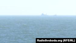 Российские катера ФСБ за несколько километров от теплохода «Капитан Чусов»