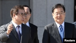 Түштүк Кореянын Пхеньянга барган делегациясынын башчысы Чон Ый Ен (солдо). Сеул, 5-март, 2018-жыл.