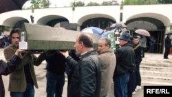 Ukop ostataka žrtava rata u Zvorniku, pronađenih u različitim masovnim grobnicama, jun 2010. Foto: Maja Nikolić