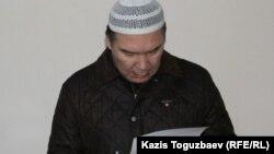 Обвиняемый в разжигании розни гражданский активист Серикжан Мамбеталин. Алматы, 29 декабря 2015 года.