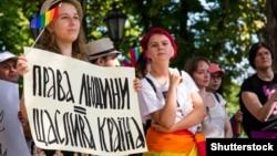 """Права человека – счастливое общество"", – написано на плакате. Марш ЛГБТ в Одессе, 18 августа 2018 года."