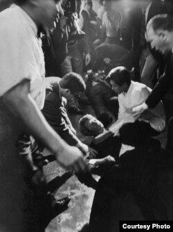 5 июня 1968 года. 0:15 утра. Лос-Анджелес, отель Ambassador. Фото Билла Эпприджа. © Time & Life Pictures/Getty Images