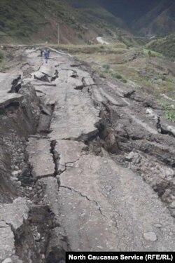 В Дигорском ущелье просел 100-метровый участок дороги Чикола Мацута