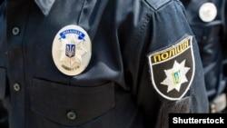 Поліція заявляє, що чоловік в амуніції та масці на обличчі вийшов із таксі і рухався в напрямку Ради